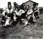 72 mozos trajeados delante de la caseta