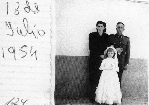 124 Comunion de Josefina con Milagros y Hermógenes Sanchez sus padres