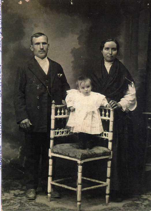 132 Braulio Rivero, su mujer Vicenta y Domitila