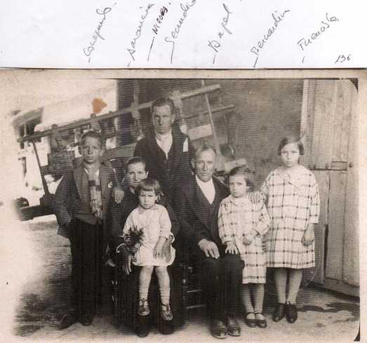 136 Amancia y Angel con hijos -Conegundo, Nieves, Bernardina y Fuencisla