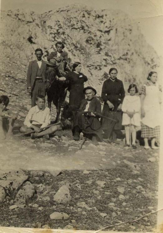 143 Familia de León y María
