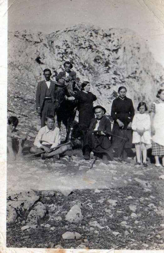 143 familiares de Aurelio Mirantes en la montaña